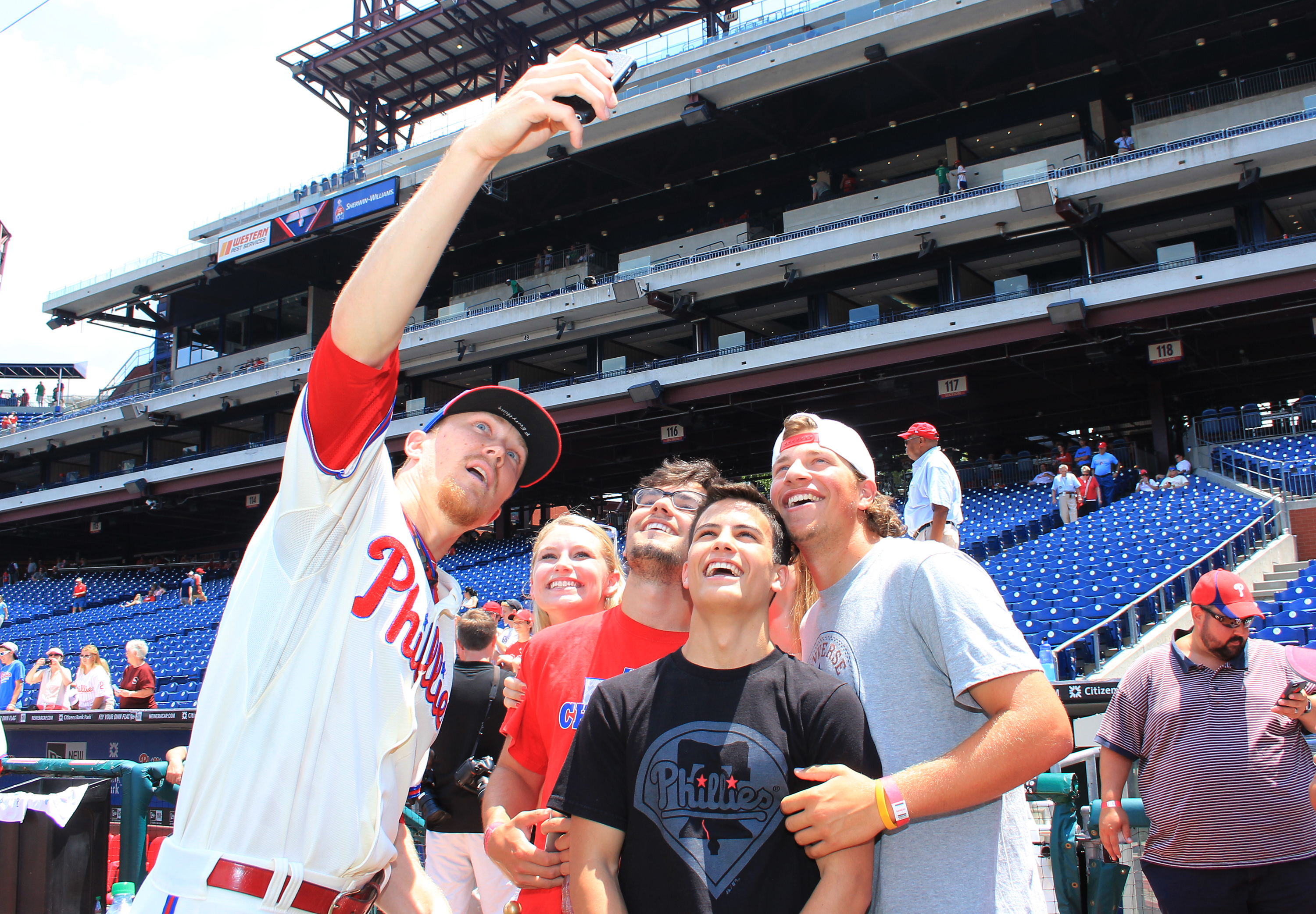 Apple Vacations Phillies Photo Day Sponsored by Now Resorts & Spas